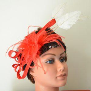 tour de tête sisal noir, garniture sisal rouge boa et plumes (2)